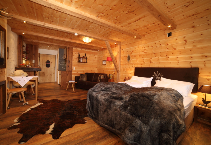 mein chalet ferienhaus alpen chalets in bayern luxus chalets der spitzenklasse zirbenstube. Black Bedroom Furniture Sets. Home Design Ideas