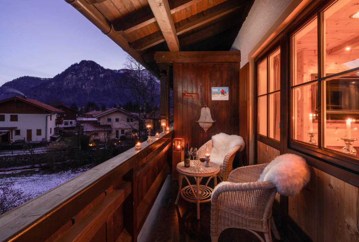 mein chalet ferienhaus alpen chalets in bayern luxus chalets der spitzenklasse zirbenstube. Black Bedroom Furniture Sets. Home Design Ideas